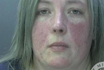 Nữ quản giáo Anh yêu phạm nhân