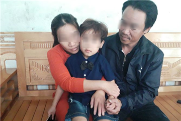 """Bệnh viện Mắt Huế bị phản ánh """"chữa mắt lé thành mắt mù"""""""